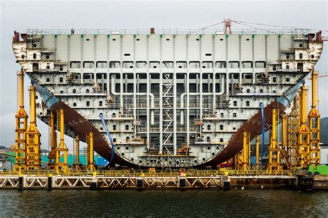 BUILDING THE WORLD'S LARGEST CONTAINER SHIP