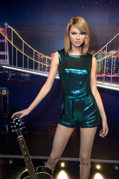 10 Hottest Taylor Swift Pics of All Time