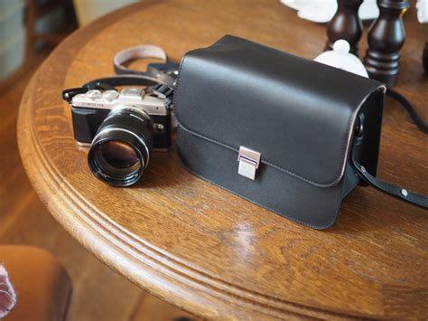 Olympus PEN leather camera bag and Spanx leggings - Les