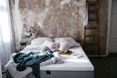 Breakfast in bed with our new comfortable Muun Mattress