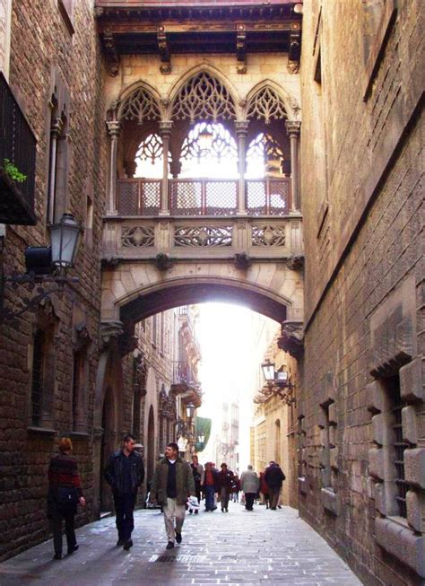 Travel Hacking: 13 Free Things to do in Barcelona, Spain