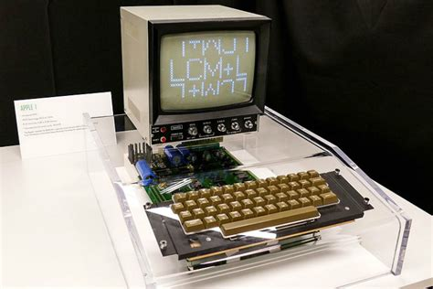 First Apple computer made in 1976 to be auctioned online