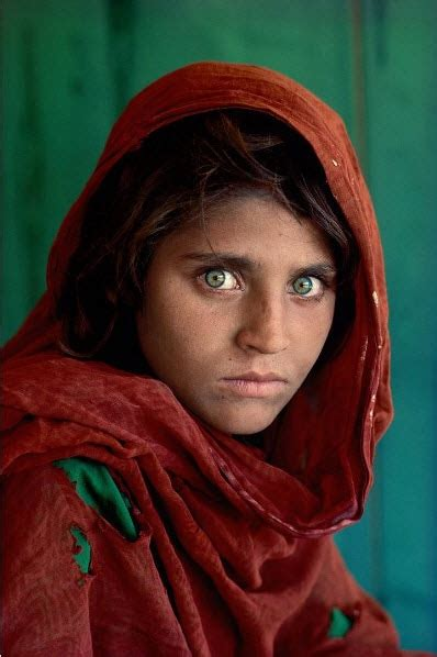Photographer vows to help green-eyed 'Afghan Girl