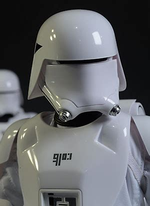 Review and photos of Hot Toys Star Wars First Order