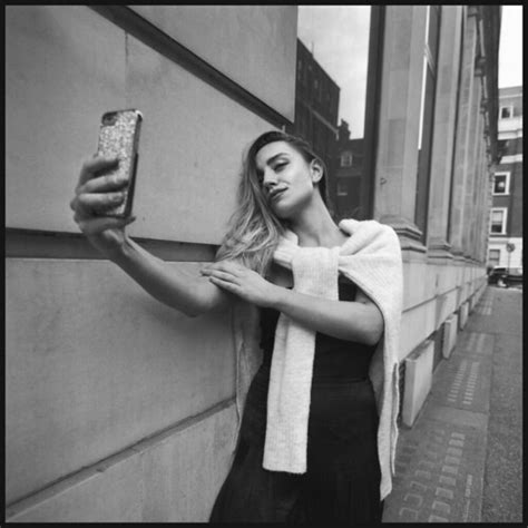 Hasselblad SWC/M Selfie! | Shooting with Ruby in London